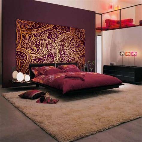 decorer chambre a coucher tête de lit orientale et porte marocaine