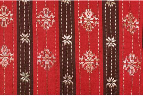 weaving songket palembang tiptraveltheworld