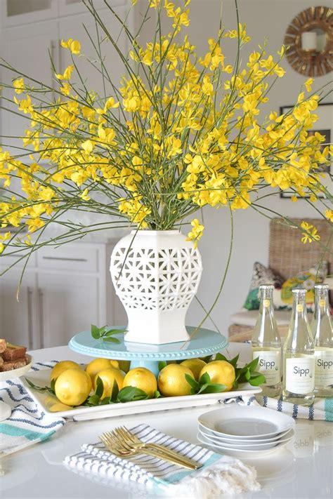 yellow decor best 25 lemon vase ideas on pinterest floral arrangements flower arrangements and yellow