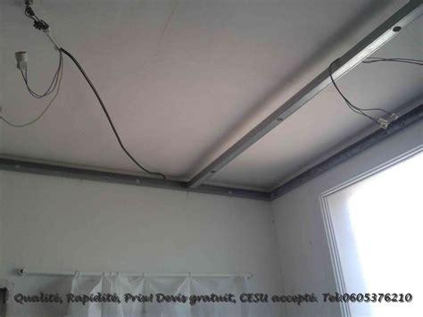 fixer une cuisine sur du placo rénovation cuisine pose faux plafond