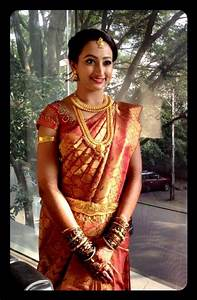 traditional south indian bride wearing bridal saree and ...