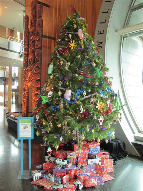 gallery of charity christmas tree fabulous homes