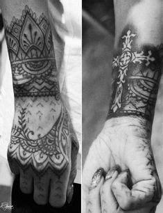 Rihanna's hand/wrist tattoo | Tattoos | Rihanna hand tattoo, Hand tattoos, Tattoos