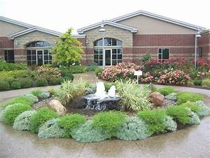 Ideas landscaping ideas for front yard with fountains for Front yard fountains