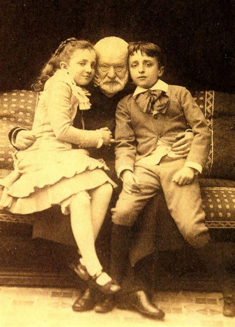 hugo enfant victor hugo avec ses petits enfants georges et jeanne victor hugo victor hugo