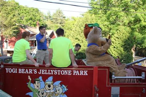 park ranger yogi daily tractor hayrides with yogi and boo boo picture of yogi s jellystone park c