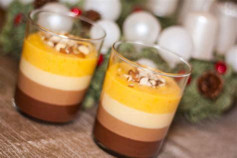 {trejkrāsu šokolādes deserts ar apelsīnu krēmu}   Deserts, Food, Desserts