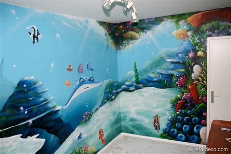 chambre vue tour eiffel décoration graffiti sur le thème fond marin et nemo
