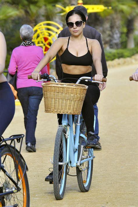 lady gaga riding  bike  barcelona hawtcelebs
