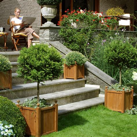 sublimez vos plantes avec des bacs en bois massif
