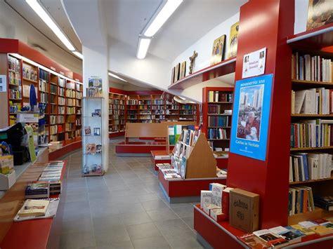 Libreria Via Tuscolana by Realizzazioni 2009 Architettura E Interior Design