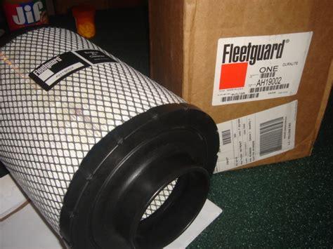 pair  cummins fleetguard air filters ah fits
