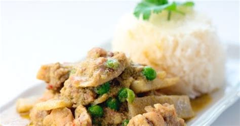 thai kitchen green curry chicken recipe shallot kitchen thai green curry chicken 9455