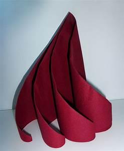 Serviette De Noel En Papier : pliage de serviette de table en forme de spirale ou de sapin de no l moderne r aliser une ~ Melissatoandfro.com Idées de Décoration