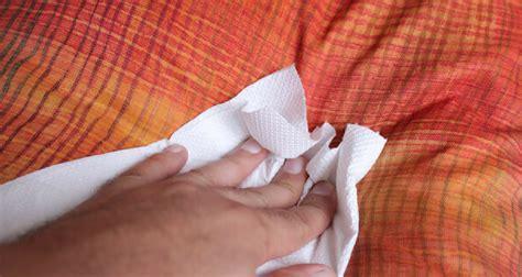 pipi de chien sur canapé en tissu enlever odeur urine de sur canape 28 images