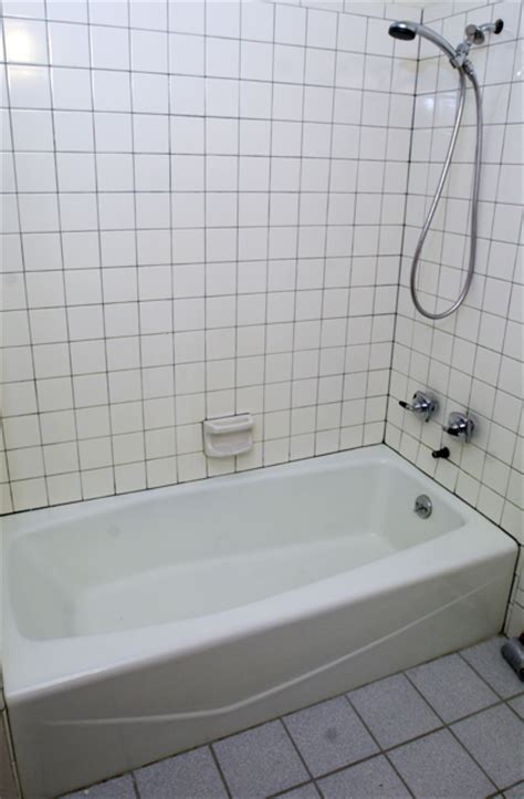 tile grout lines   tub  ugly    maintain  grout miracle method