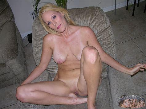 nude amateur blonde milf