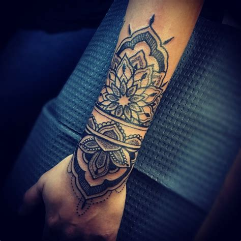 tatuaggi con fiori di loto tatuaggi fiori di loto braccio