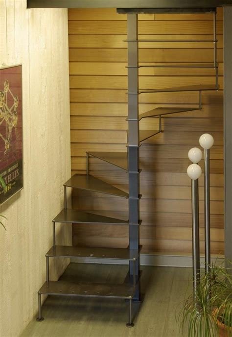 amenagement cuisine espace reduit 1000 idées sur le thème escaliers en colimaçon sur