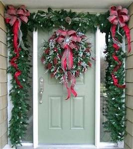 Christmas Door Decorations with Bows