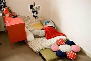 Lit Au Sol Pour Bébé : un lit au sol pour mon petit prince hazlo t mismo bed kids bedroom et toddler bed ~ Dallasstarsshop.com Idées de Décoration