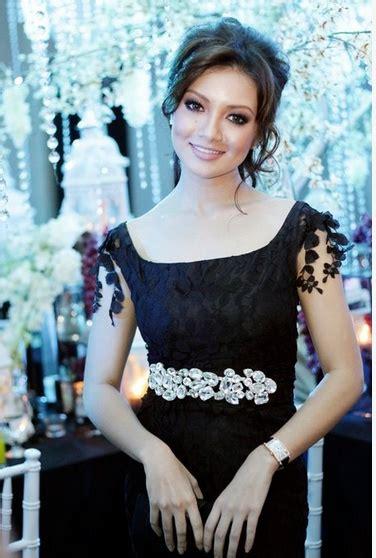 sexy neelofa pilihan  artis malaysia hari   gambar