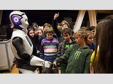 CosmoCaixa ficha a un robot que se comunica en 30 idiomas