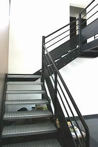 Escalier Métallique Industriel : le p re no l grimpe sur la passerelle ehi escalier h lico dal industriel ~ Melissatoandfro.com Idées de Décoration