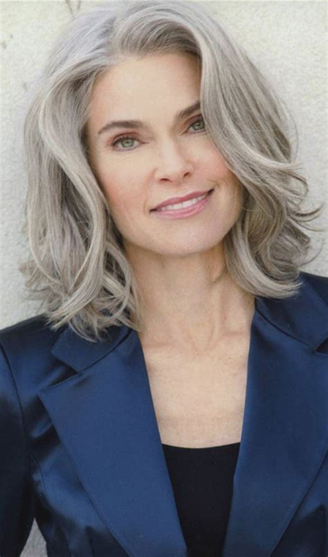 50 Short And Stylish Hairstyles For Women Over 50 ? Gossip