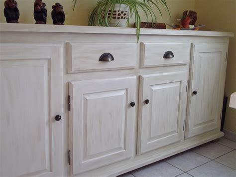 peinture pour meuble de cuisine en bois repeindre un meuble en bois sans poncer 9 meubles de cuisine rustique en bois vernis avant
