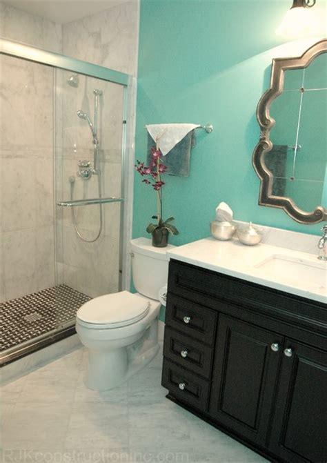 clean  guest bathroom