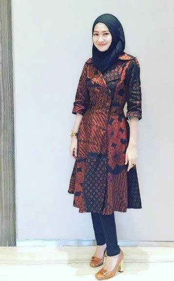 model baju batik terbaru kombinasi hijab tampil cantik