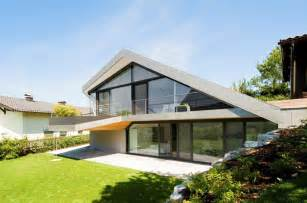 Roof Plans For House Ideas by Slope Roof House With Futuristic Interiors Modern House