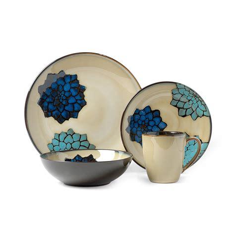 1640 blue and white dish sets suzanne 16 dinnerware set pfaltzgraff