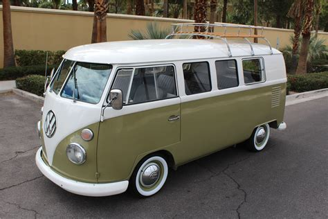 volkswagen bus front 1965 volkswagen bus 203562