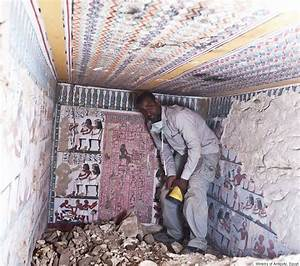 Ancient Egyptian Tombs With Eye-Popping Murals Discovered ...
