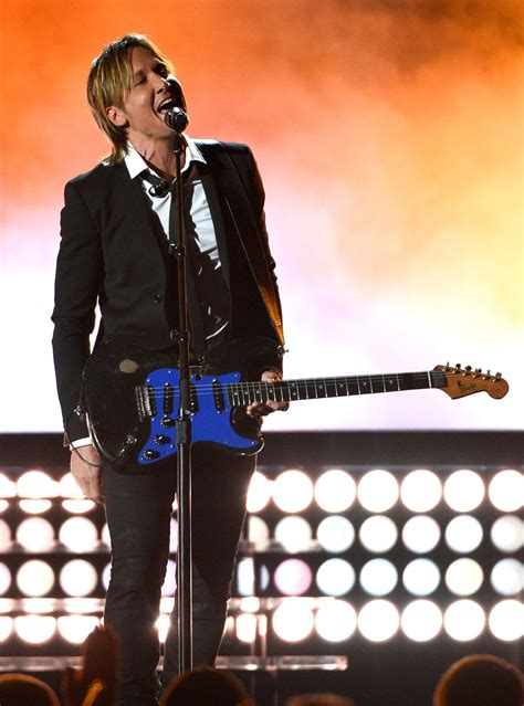 Lambert leads nominees for country music awards | KOMO