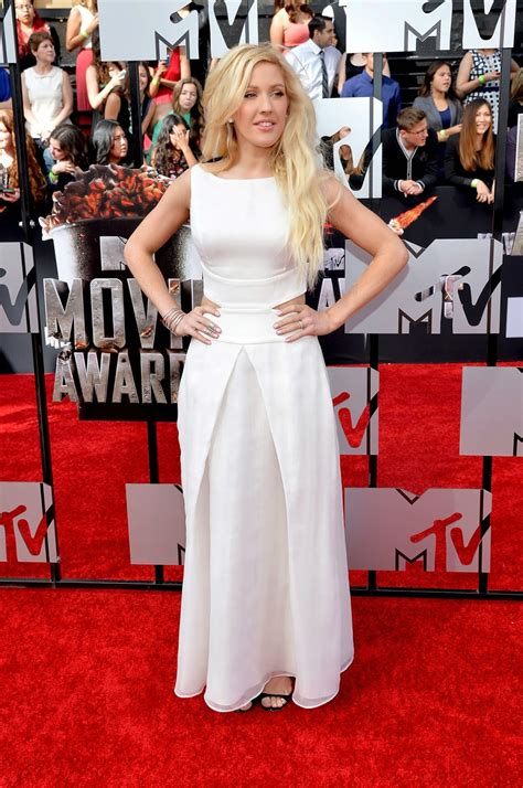 Ellie Goulding performs at the 2014 MTV Movie Awards in a ...