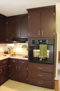 chocolate color kitchen cabinets brown painted kitchen cabinets silver hardware looks 5403
