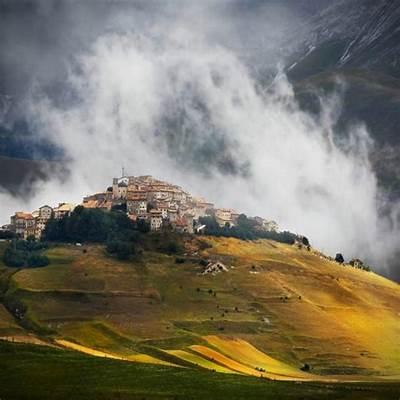 Castelluccio Umbria Italy - Photorator