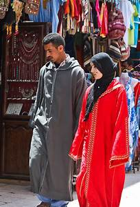 Moroccan clothes are traditionally rich and varied ...