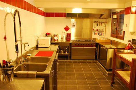cuisine semi professionnelle découvrez l 39 intérieur du chalet de l 39 armanaz à la giettaz