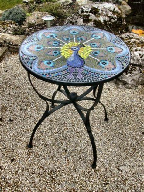Runder Tisch Garten by Gartentisch Aus Mosaik 30 Modelle Archzine Net