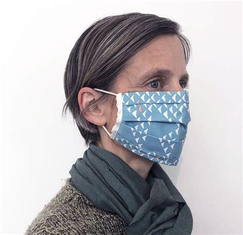 Mund Nase Maske gemustert blau mit weiß