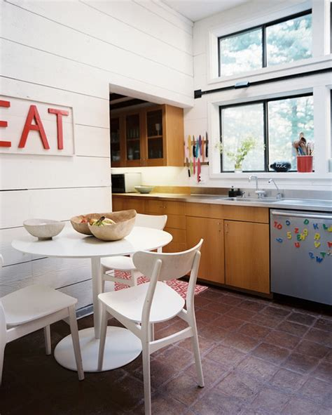 storage in a small kitchen locuim in bucatarie un traditionalism devenit stil modern 8377