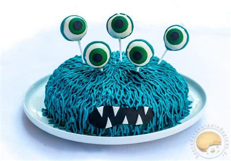 cuisine bleu citron gâteau d anniversaire monstrueusement bon noix de coco