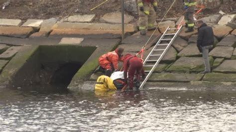 crews  scene  reported body  providence river wjar