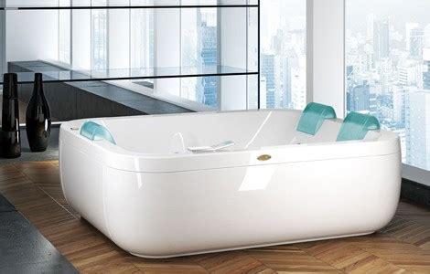 Wide Soaking Tub by Wide Bathtubs New Aquasoul By