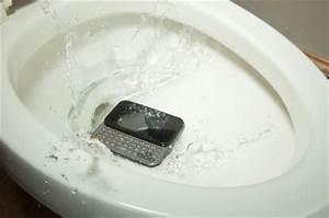 Toilette Verstopft Tipps : handy in toilette gefallen tipps und hinweise bei wasserschaden ~ Markanthonyermac.com Haus und Dekorationen