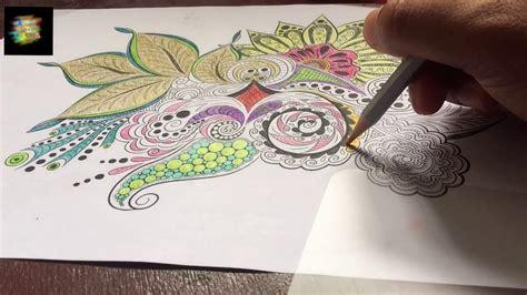mewarnai gambar mandala menggunakan pensil warna